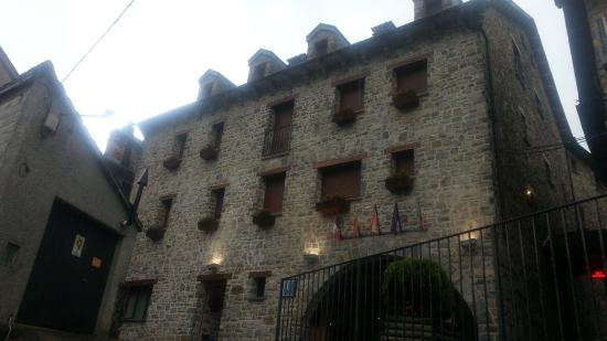Hotel Villa Russell: Vista parcial de la fachada del hotel
