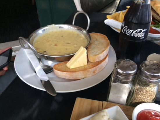 Riverside Cafe: Mussel Chowder