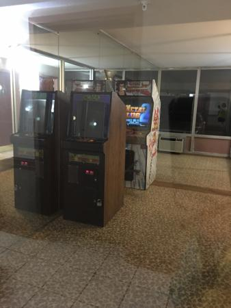 Addison, Ιλινόις: BUT WAIT there's a arcade!