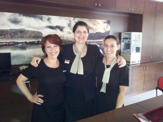 Atrion Hotel: Trevliga och vänliga damer som skötte receptionen på hotellet.