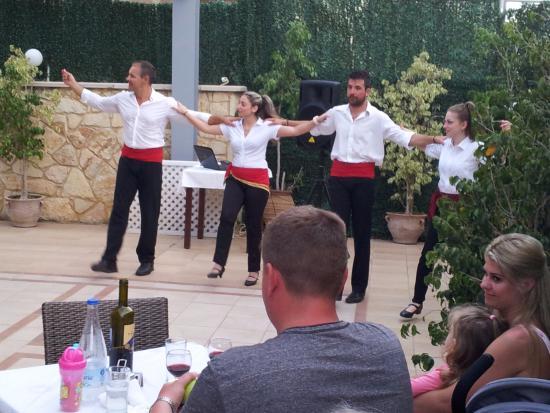 Atrion Hotel: Lokala dansare underhöll en kväll på hotellet.