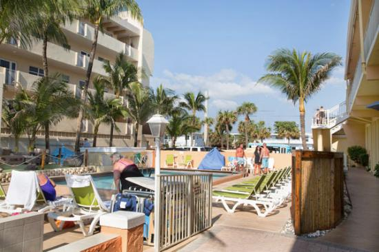 Windjammer Resort: pool area (one of two pools)