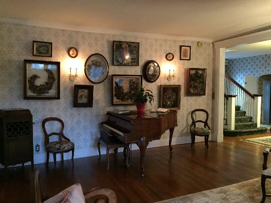 Alexander Hamilton House: Piano in living room