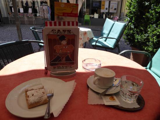 Cafe Konditorei Fritz: Cappuccino and Strudel