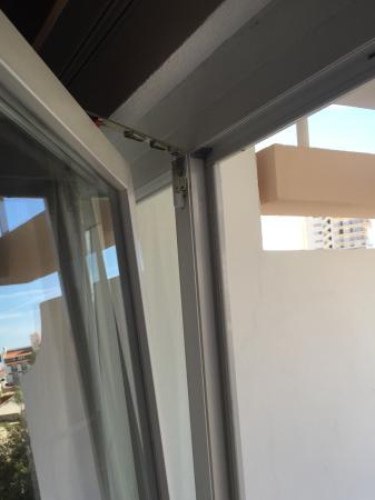 Apartmentos Turisticos Minichoro : Broken door