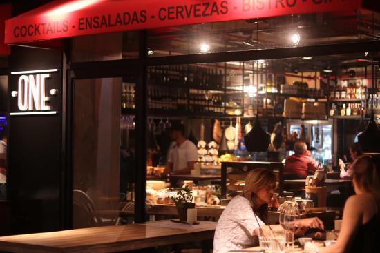 One Bar En La Terraza Del Hotel Radisson Decapolis Una