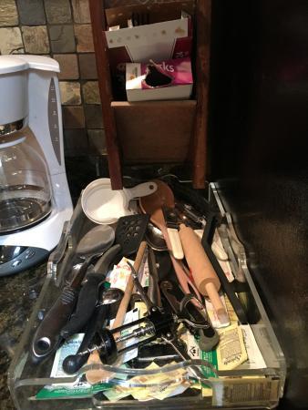 Alpenhof Bed and Breakfast : trays with kitchen utensils