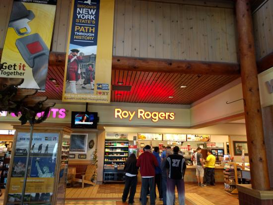 Phelps, Nova York: The Roy Rogers location at the Junius Ponds Travel Plaza