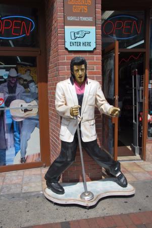 Downtown Nashville: Elvis statue on Broadway