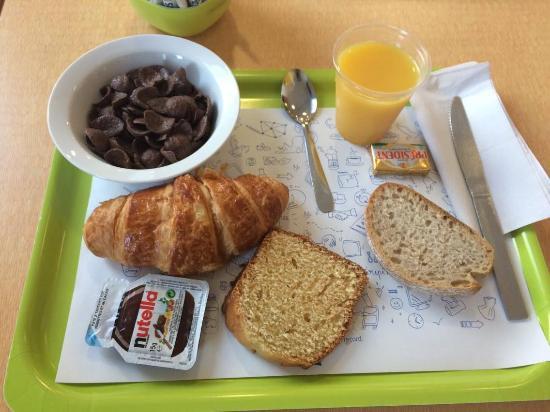 Montevrain, França: Pequeno Almoço