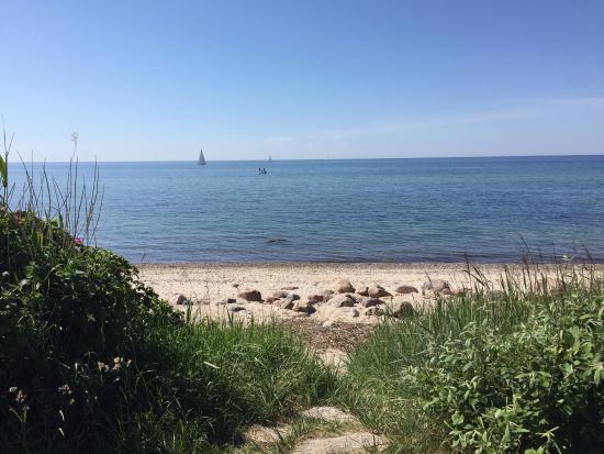 Kagsdorf, เยอรมนี: Am langen, schmalen Strand verteilen sich die Besucher angenehm.