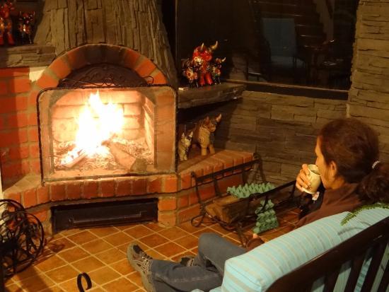 Tika Wasi Casa Boutique: Hot tea, fire,in sitting area