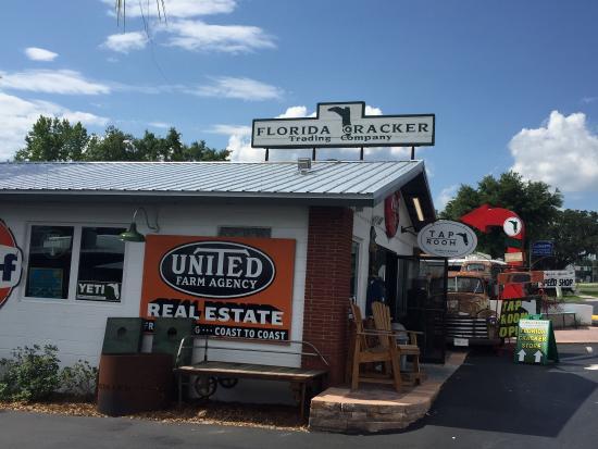 Brooksville, FL: Goods store and taproom next door