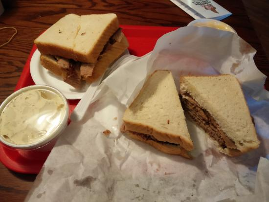 Chester's Barbecue: Nice Sandwich