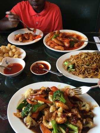 Garden Cafe Restaurant: The food was great as ever sweet and sour veggie pork noodles and veggies shrimp and beef.