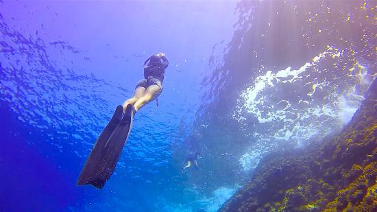 Paia, Hawái: Crystal blue waters of back-wall Molokini
