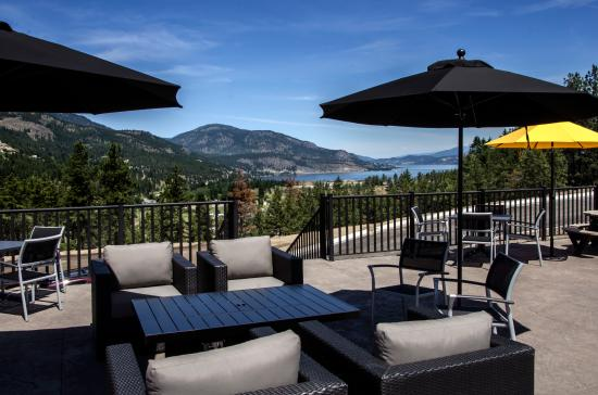 West Kelowna, Canada: Have a glass of wine on our patio.