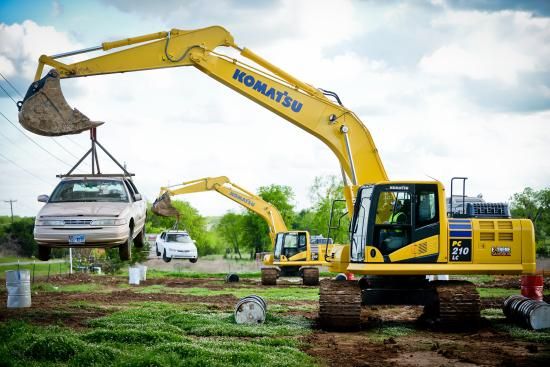 Hastings, MN: Excavators lifting cars