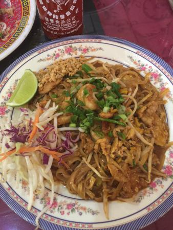 Sam Cafe: Combination Pad Thai