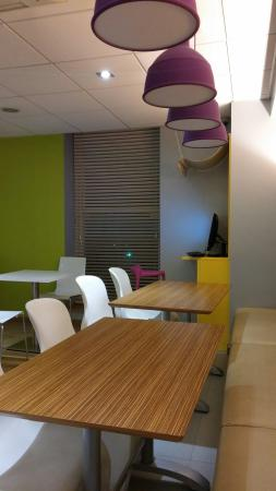 Ibis Styles Blackpool: Room 217 and dining area