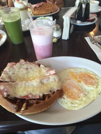 Mr. Cream Pancakes and Waffles: Waffles!!