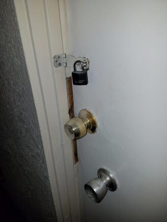 Hotel V: Door to utility room would not shut, bugs/ flies got into my room