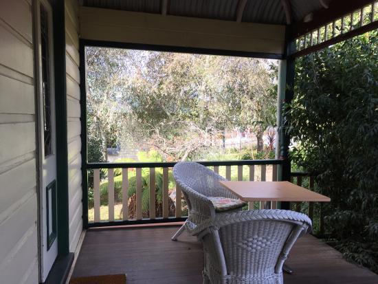 Glenella Guesthouse: Front verandah