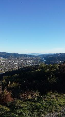 Upper Hutt, Nouvelle-Zélande : View to Wellington from the Summit of Cannon Point Trig