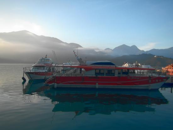 Shuei She Sea B&B: B&B's own fleet of ferries