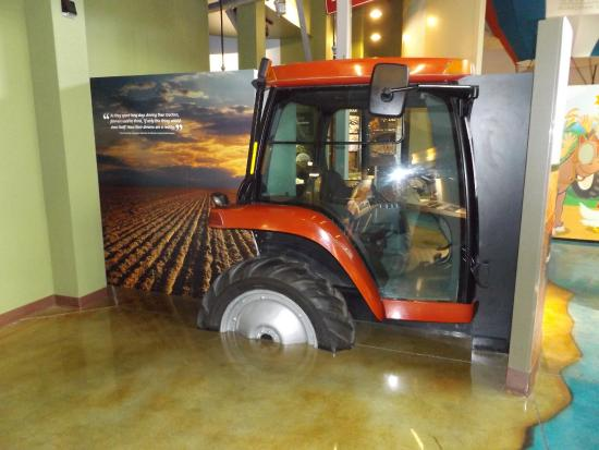 Boardman, Орегон: Try driving this virtual combine at the SAGE Center