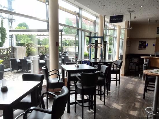 Ditzingen, Jerman: Bar und Terasse