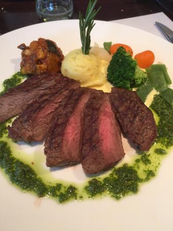 Ommen, هولندا: Heerlijk gerecht Runder Carpaccio uit de streek met een Merlan Steak.