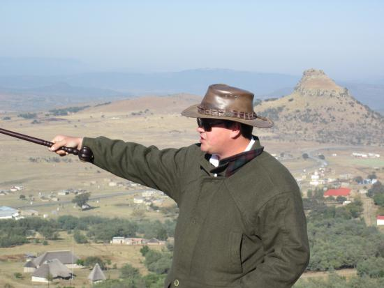 Rorke's Drift, Sudáfrica: Doug Rattray describing the events leading up to the battle of Isandlwana from a vantage point.