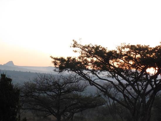 Rorke's Drift, Sudáfrica: Sunrise over the battlefied of Isandlwana