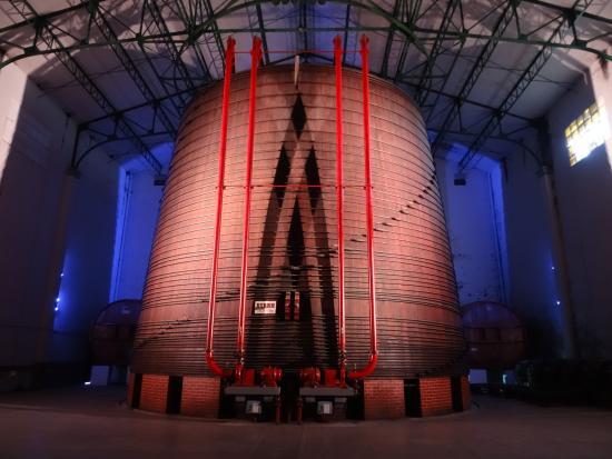 Thuir, Frankrike: plus grande cuve au monde
