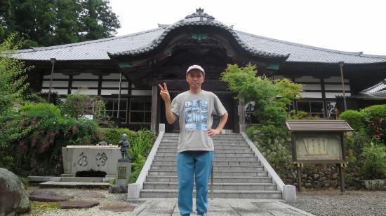 Makinohara, Giappone: 本堂の前にて