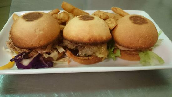 Central Hotel Bistro: Trio of burgers