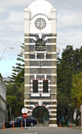 ‪‪New Plymouth‬, نيوزيلندا: New Plymouth Clock Tower- look carefully to see how unique it is.‬
