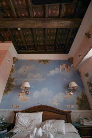 Hotel Pensione Barrett: Wall art...