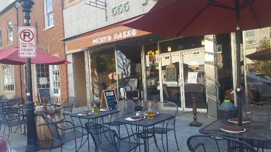 Molto Pazzo: This is the restaurant to dine at. Excellent food,amazing service and outside seating that is br