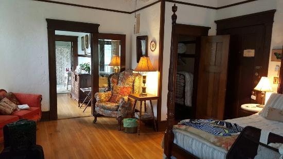 Herlong Mansion Bed and Breakfast Inn: 20160603_163703_large.jpg