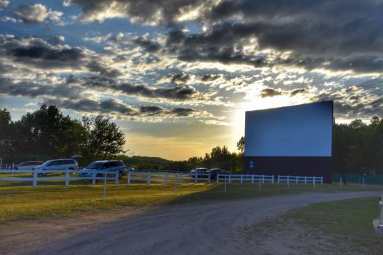 ‪Sunset Drive-In Theatre‬