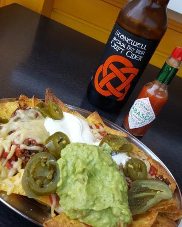 Mama's Revenge Burrito Hut: Nachos and a cider at Mama's Revenge