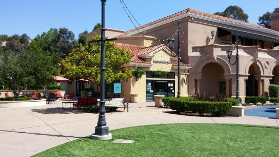 Ντάνβιλ, Καλιφόρνια: Blackhawk Burgers, Blackhawk Plaza, Danville, CA May 2016