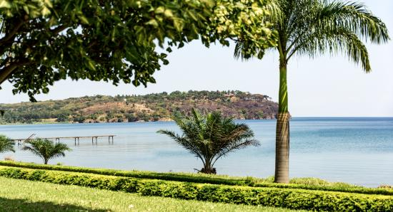 Lake Tanganyika Hotel: vie on tanganyika lake from the hotel garden