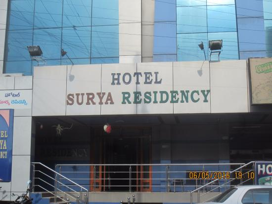 Hotel Surya Residency: Prominent location