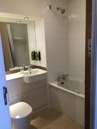 Premier Inn London Hanger Lane Hotel : Our room
