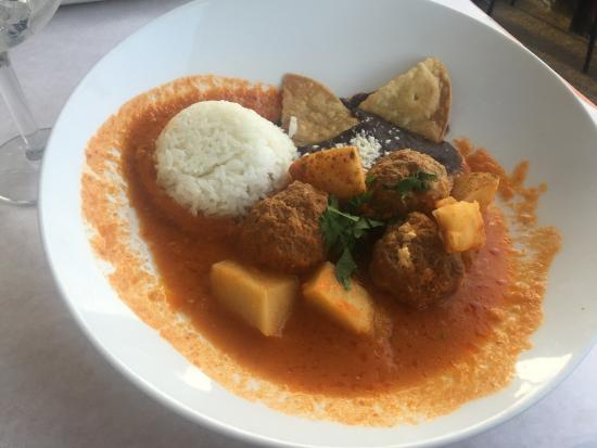 Blue Bell, بنسيلفانيا: Meatballs in chorizo sauce, chicken enchiladas: wonderful