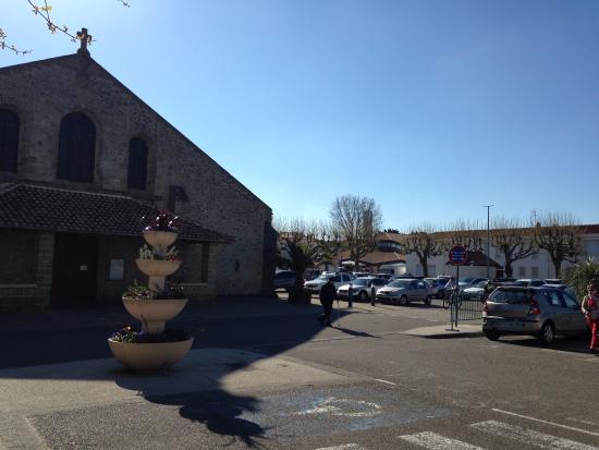 Siblu Villages - Le Bois Masson : Eglise du centre ville a coté de la place du marché
