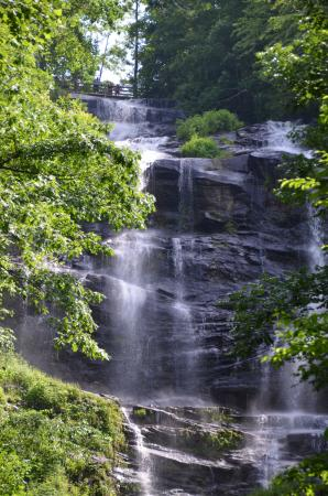 Dawsonville, Gürcistan: Top of falls from a distance - out of sight from the base